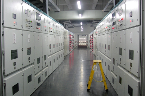 由湖北省一建电力公司施工,我公司供应所有变配电设备的医院配电室